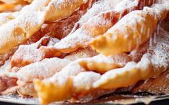 Faworki – традиційні польські солодощі