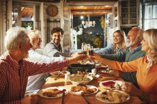 Сімейна вечеря в ресторані